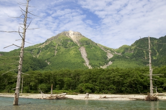 Taishō Pond and Mt. Yake-dake