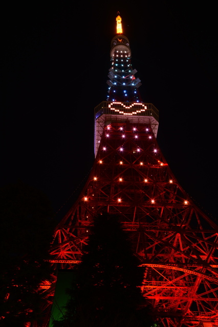 Tokyo Tower illuminated with Diamond Veil(Rainbow)