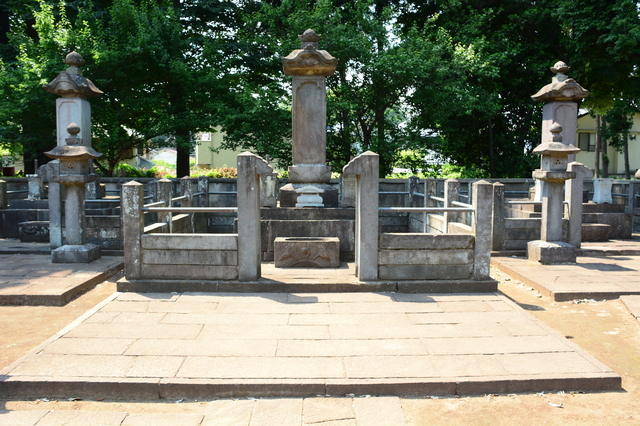 The tomb of Naotaka Ii in Gōtoku-ji