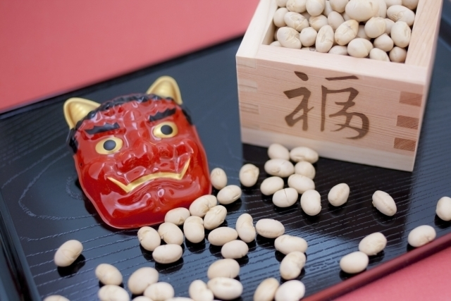 Roasted soy beans and Oni mask